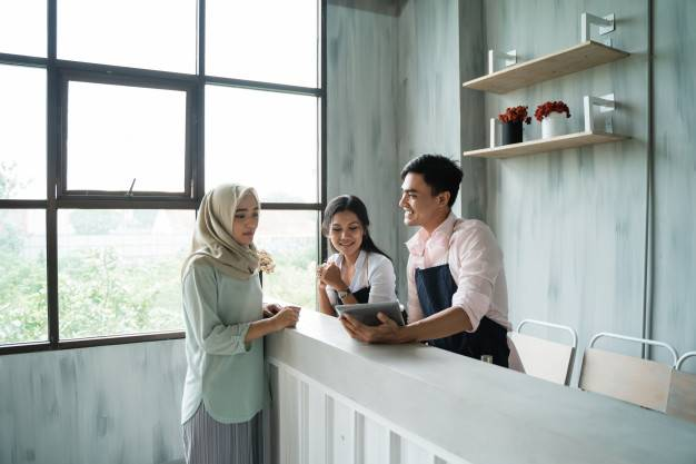 hijab-woman-order-food-drink-waitress